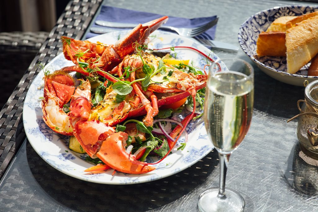 Salty's lobster prosecco outside
